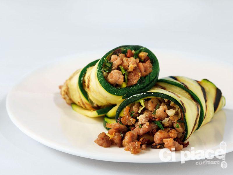 Abbracci di zucchine caldissime con tacchino e pancetta