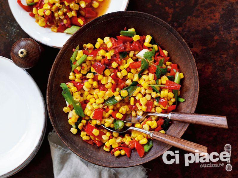 Insalata agrodolce con peperone rosso e cipollotti
