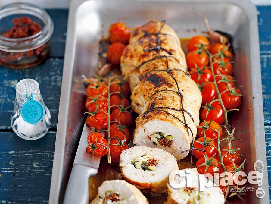 Arrosto con zucchine, feta e pomodori secchi