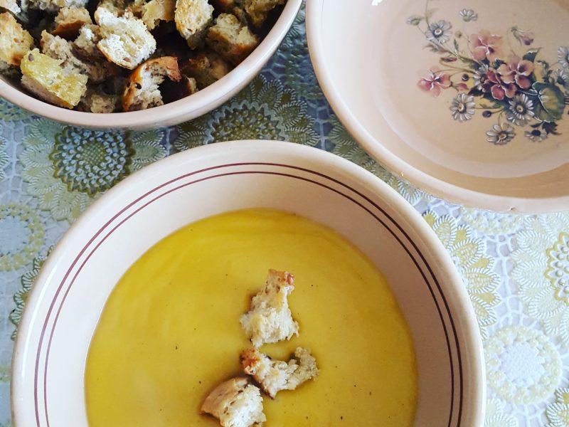 Crema di zucca con crostini all'origano
