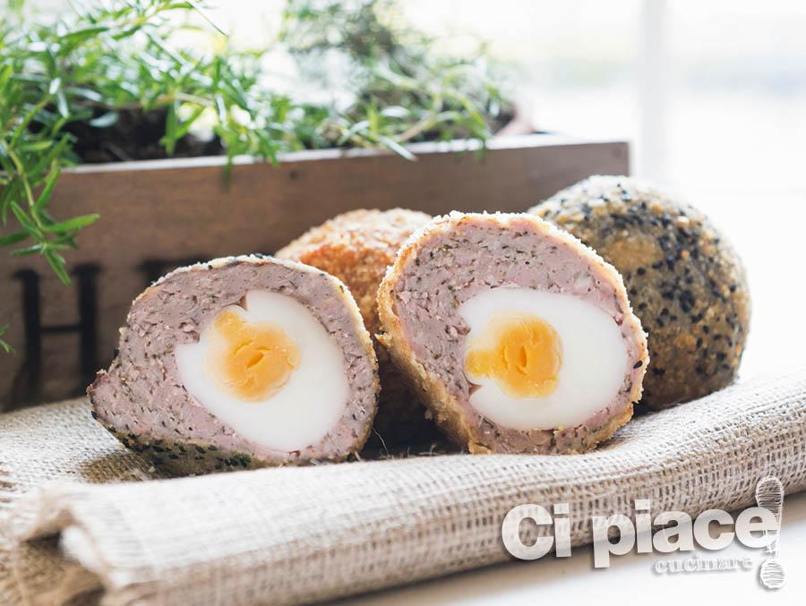 Uova avvolte in salsiccia