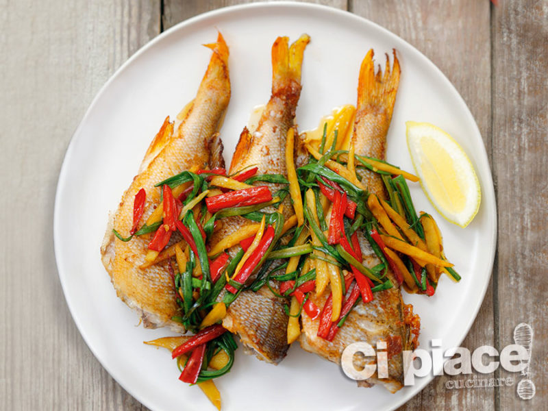 Grigliata di pesce con verdure