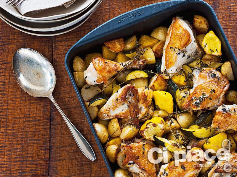 Pollo arrosto con limone, patate e zucchine