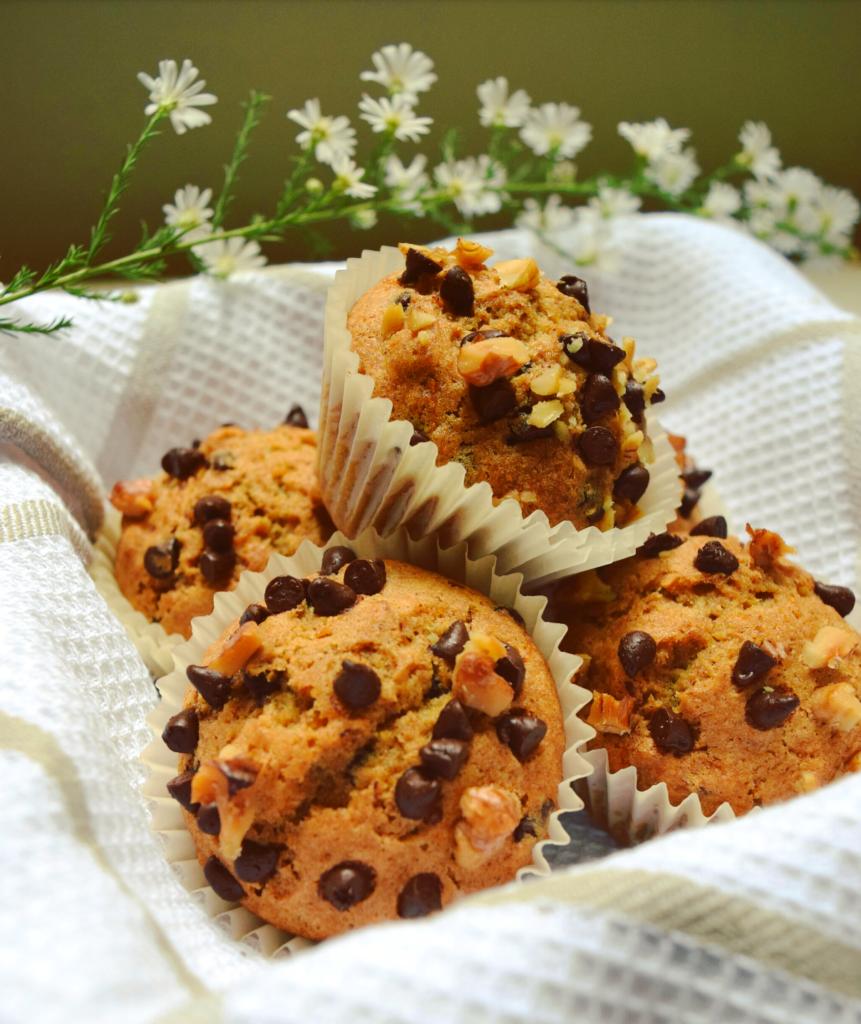 Muffin alla zucca con noci e cioccolato